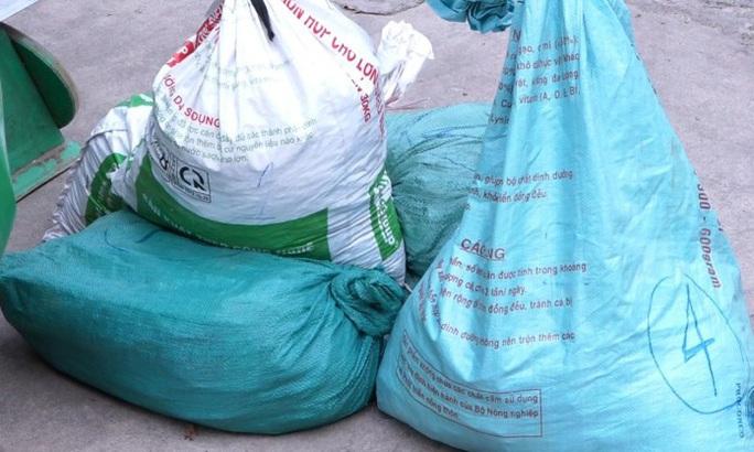 Triệt phá đường dây cả gia đình 3 người hành nghề buôn thuốc nổ ở Quảng Bình - Ảnh 2.
