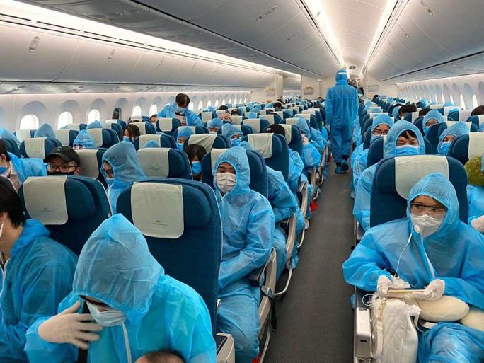 Gần 340 người Việt từ Anh về nước tại sân bay Tân Sơn Nhất - Ảnh 10.