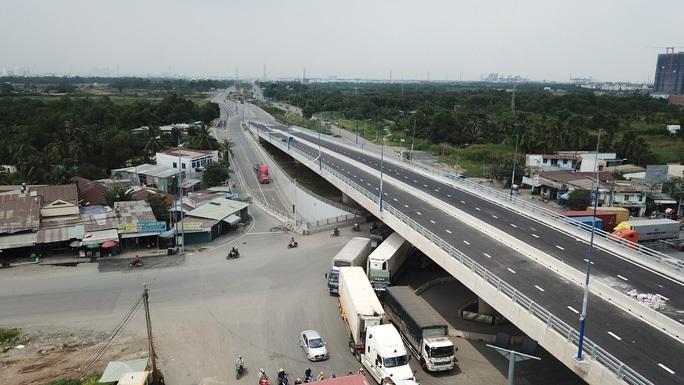 TP HCM: Xin chủ trương đầu tư công dự án cầu đường Nguyễn Khoái nối quận 1,4 và 7 - Ảnh 1.