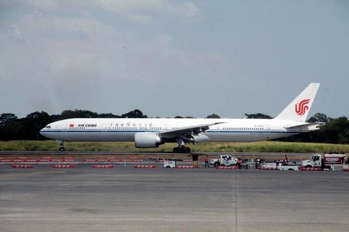 Mỹ cấm cửa các chuyến bay thương mại từ Trung Quốc - Ảnh 1.