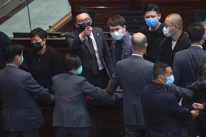 Hồng Kông thông qua luật quốc ca Trung Quốc - Ảnh 1.