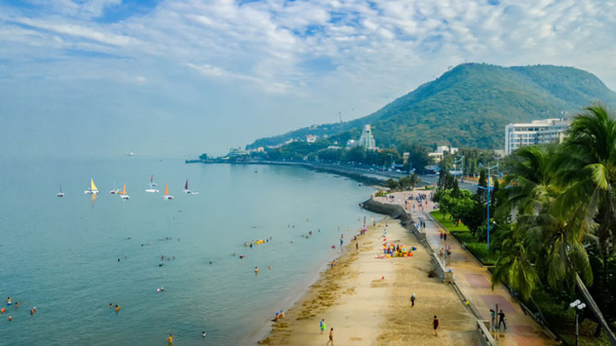 TP biển Vũng Tàu đón làn sóng du khách mới - Ảnh 1.