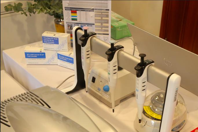 Công bố thêm hai bộ kit chẩn đoán Covid-19 đạt chuẩn quốc tế - Ảnh 2.
