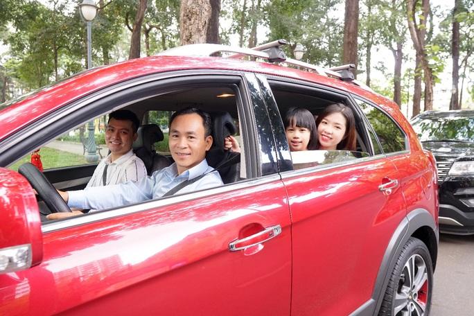 Trải nghiệm xe du lịch riêng với hướng dẫn viên chuyên nghiệp kiêm tài xế - Ảnh 1.