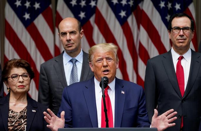 Tổng thống Trump bất ngờ nhắc đến ông George Floyd - Ảnh 1.