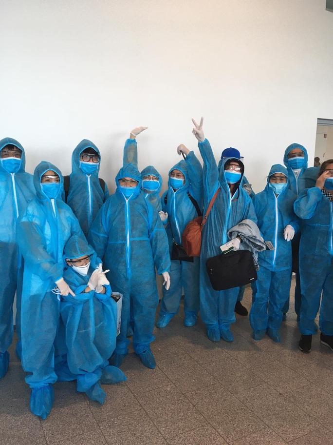 Sân bay Nội Bài đón 310 người Việt từ Thụy Điển và Phần Lan về nước - Ảnh 5.