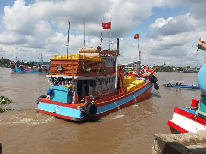 Trao 2.000 lá cờ Tổ quốc và quà cho ngư dân Tiền Giang - Ảnh 17.