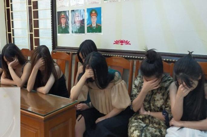 14 nam, nữ thanh niên mở tiệc ma túy thác loạn trong quán karaoke mừng sinh nhật - Ảnh 1.