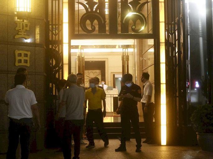 Đài Loan: Thị trưởng Cao Hùng mất chức, phát ngôn viên thành phố rơi từ tầng 17 tử vong - Ảnh 1.
