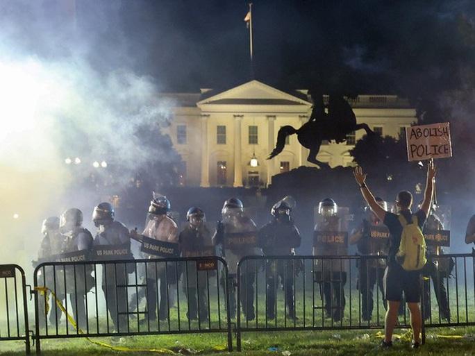 """""""Lửa phẫn nộ"""" giữa Tổng thống Trump và nữ Thị trưởng Washington DC - Ảnh 2."""