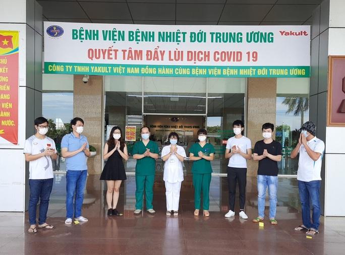 Thêm 6 người mắc Covid-19 khỏi bệnh, Việt Nam còn bao nhiêu ca dương tính? - Ảnh 1.
