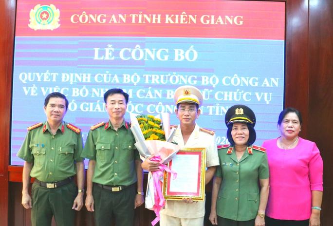 Nữ thiếu tướng ở miền Tây trao quyết định bổ nhiệm lãnh đạo Công an Kiên Giang - Ảnh 1.