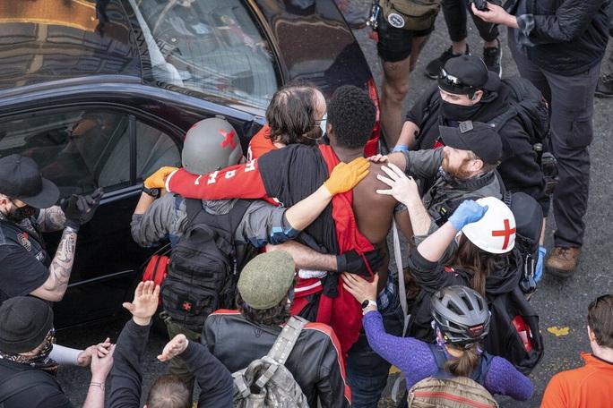 Mỹ: Tài xế nổ súng vào đám đông biểu tình, suýt thành thảm sát đẫm máu - Ảnh 4.