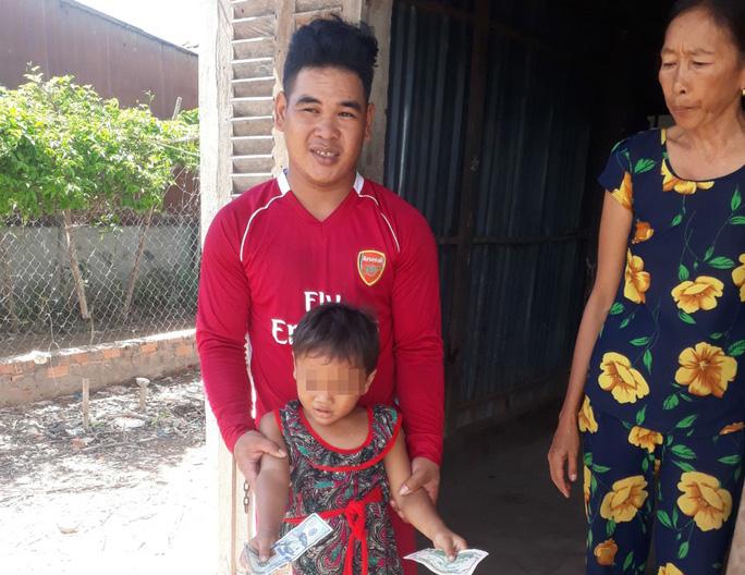 Bé gái 6 tuổi bị cha đánh đập, giẫm đạp dã man đã có nơi ở tạm - Ảnh 2.