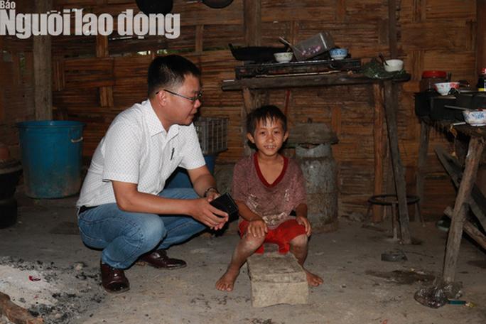 Trưởng Ban Dân tộc tỉnh Đắk Lắk tới nhà 4 em nhỏ ăn cơm nguội với ve sầu - Ảnh 4.