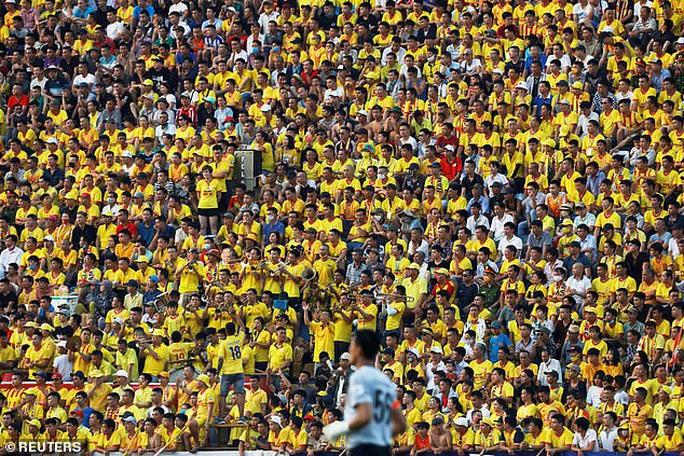Truyền thông châu Âu ngỡ ngàng với sự trở lại của bóng đá Việt - Ảnh 2.
