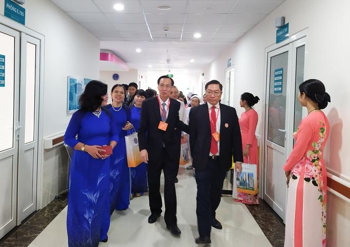 Khu điều trị 5 sao của Bệnh viện Hùng Vương có gì? - Ảnh 2.