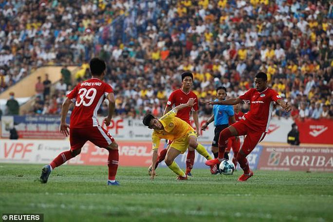 Truyền thông châu Âu ngỡ ngàng với sự trở lại của bóng đá Việt - Ảnh 5.