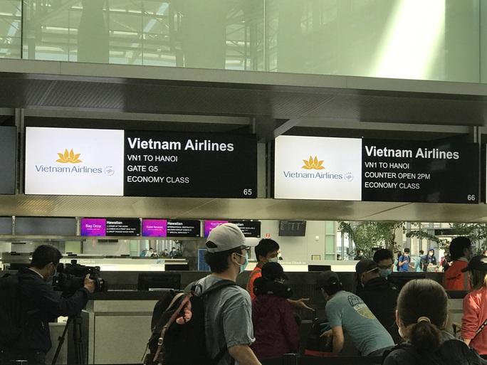 Thêm hơn 340 người Việt từ Mỹ về nước - Ảnh 2.