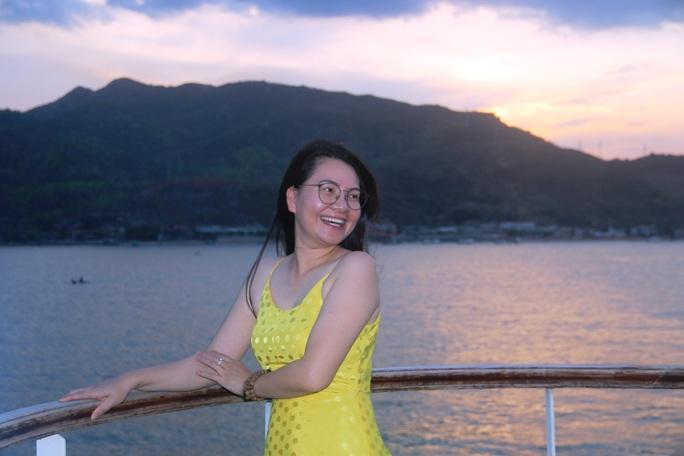 Trải nghiệm thú vị ngắm hoàng hôn trên vịnh Nha Trang  - Ảnh 4.