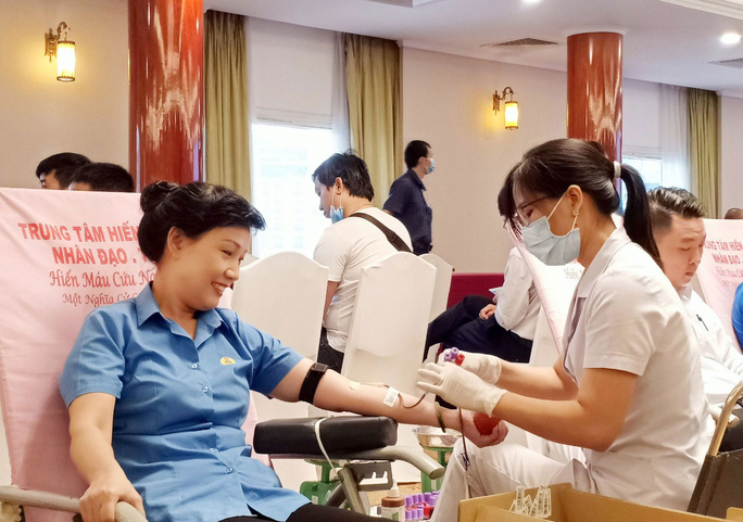 Hơn 250 CNVC-LĐ hiến máu tình nguyện - Ảnh 1.