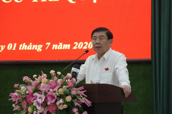 UBND TP HCM điều chỉnh công việc lãnh đạo sau khi ông Trần Vĩnh Tuyến bị khởi tố - Ảnh 1.