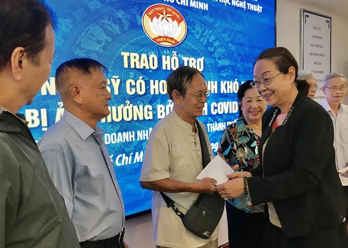 NSƯT Thanh Nguyệt xúc động nhận quà hỗ trợ dịch bệnh Covid-19 - Ảnh 6.