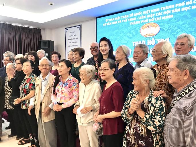 NSƯT Thanh Nguyệt xúc động nhận quà hỗ trợ dịch bệnh Covid-19 - Ảnh 5.