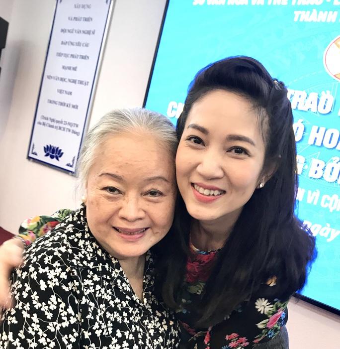 NSƯT Thanh Nguyệt xúc động nhận quà hỗ trợ dịch bệnh Covid-19 - Ảnh 1.