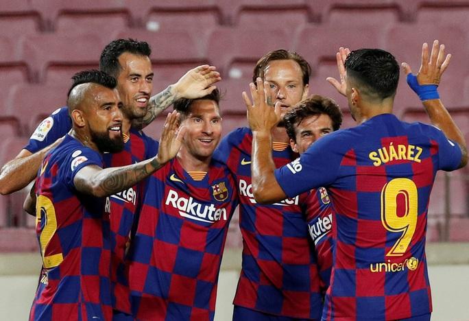 Messi lập siêu kỷ lục bàn thắng, Barcelona trên bờ vực mất ngôi - Ảnh 6.
