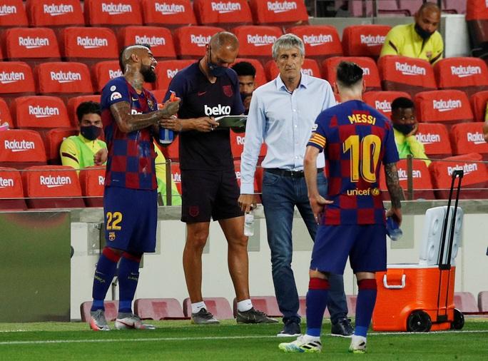 Messi lập siêu kỷ lục bàn thắng, Barcelona trên bờ vực mất ngôi - Ảnh 8.
