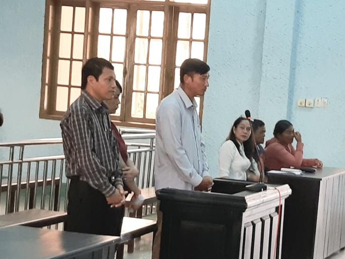 Chánh văn phòng UBND huyện hầu tòa vì dính đất đai - Ảnh 1.
