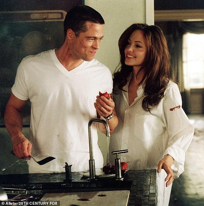 """Brad Pitt """"ngầu"""" với mô-tô, bí mật rời nhà vợ cũ Angelina Jolie - Ảnh 6."""