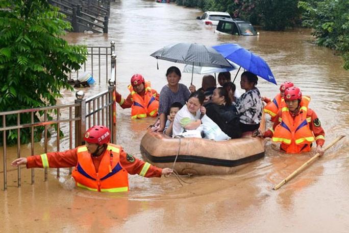 Trung Quốc: Mưa lũ chuyển hướng, cư dân khốn đốn - Ảnh 1.
