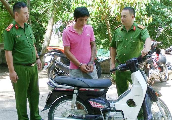 Vây bắt đối tượng nhiễm HIV, 3 chiến sĩ công an bị thương phải xử lý chống phơi nhiễm - Ảnh 1.