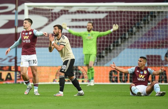 Trọng tài tặng phạt đền, Man United lập kỷ lục Ngoại hạng Anh - Ảnh 2.