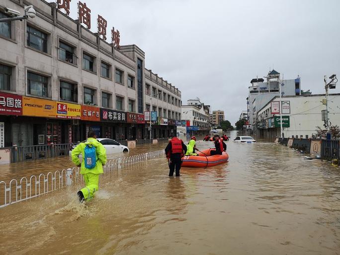 """""""Cơn ác mộng"""" mưa lũ đeo bám Trung Quốc - Ảnh 2."""