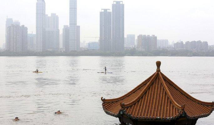 """""""Cơn ác mộng"""" mưa lũ đeo bám Trung Quốc - Ảnh 3."""
