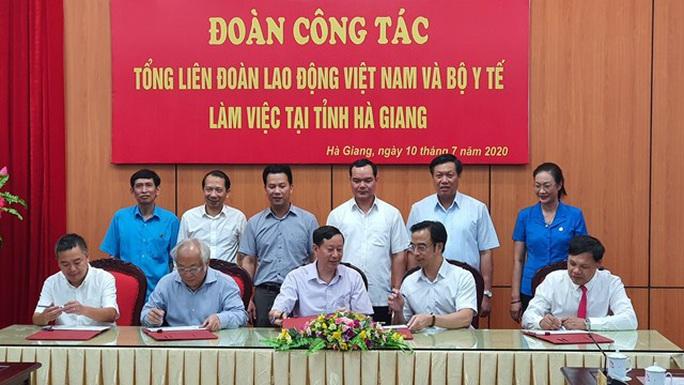 Bộ Y tế và Tổng LĐLĐ Việt Nam phối hợp nâng cao sức khỏe cho người lao động - Ảnh 4.