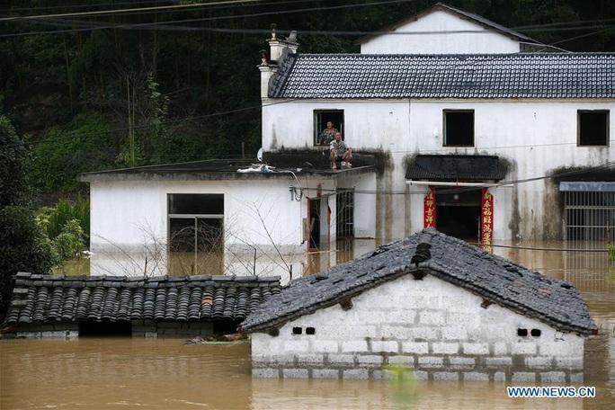 """""""Cơn ác mộng"""" mưa lũ đeo bám Trung Quốc - Ảnh 4."""