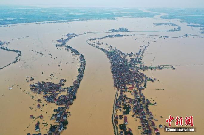 Hồ nước ngọt lớn nhất Trung Quốc sắp tràn bờ - Ảnh 1.
