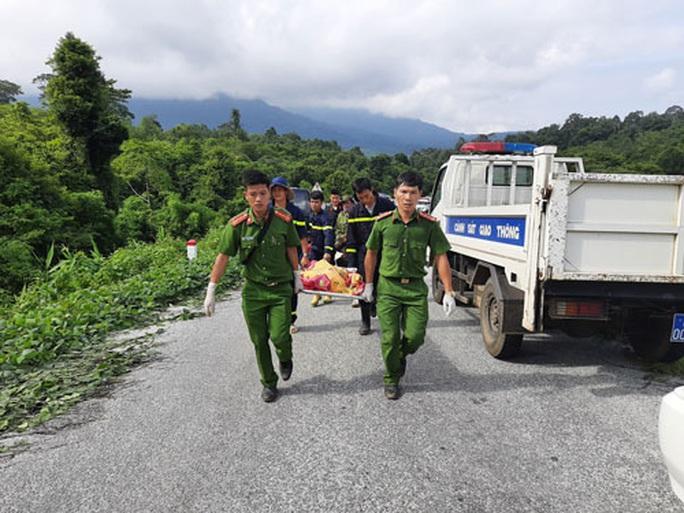 Xe lao xuống vực, 5 người chết: Tài xế không giảm tốc độ dù hành khách đã nhắc - Ảnh 1.