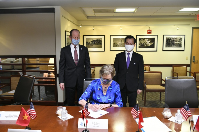 Tổng Bí thư, Chủ tịch nước và Tổng thống Donald Trump chúc mừng 25 năm quan hệ Việt - Mỹ - Ảnh 3.