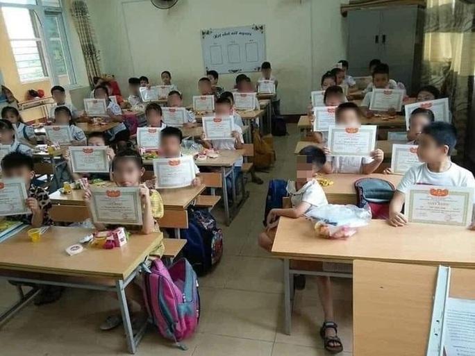 Giấy khen là vật lỗi thời của giáo dục tiểu học - Ảnh 1.