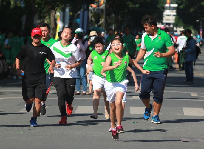 Rộn ràng ngày chạy Olympic TP HCM 2020, 8.000 người xuống phố - Ảnh 16.