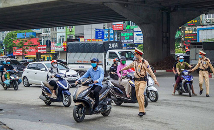 Cảnh sát giao thông được trang bị nhiều loại súng - Ảnh 1.