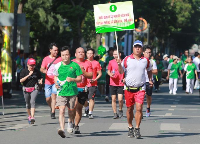 Rộn ràng ngày chạy Olympic TP HCM 2020, 8.000 người xuống phố - Ảnh 9.