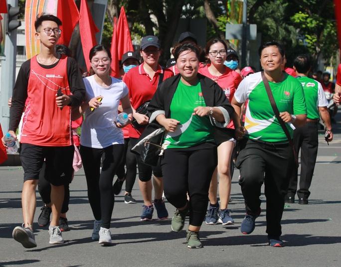 Rộn ràng ngày chạy Olympic TP HCM 2020, 8.000 người xuống phố - Ảnh 10.