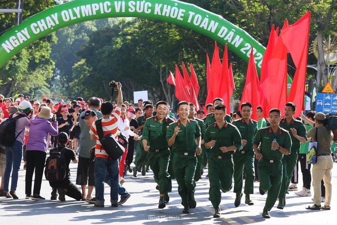 Rộn ràng ngày chạy Olympic TP HCM 2020, 8.000 người xuống phố - Ảnh 5.