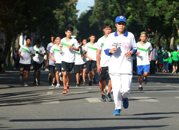 Rộn ràng ngày chạy Olympic TP HCM 2020, 8.000 người xuống phố - Ảnh 8.